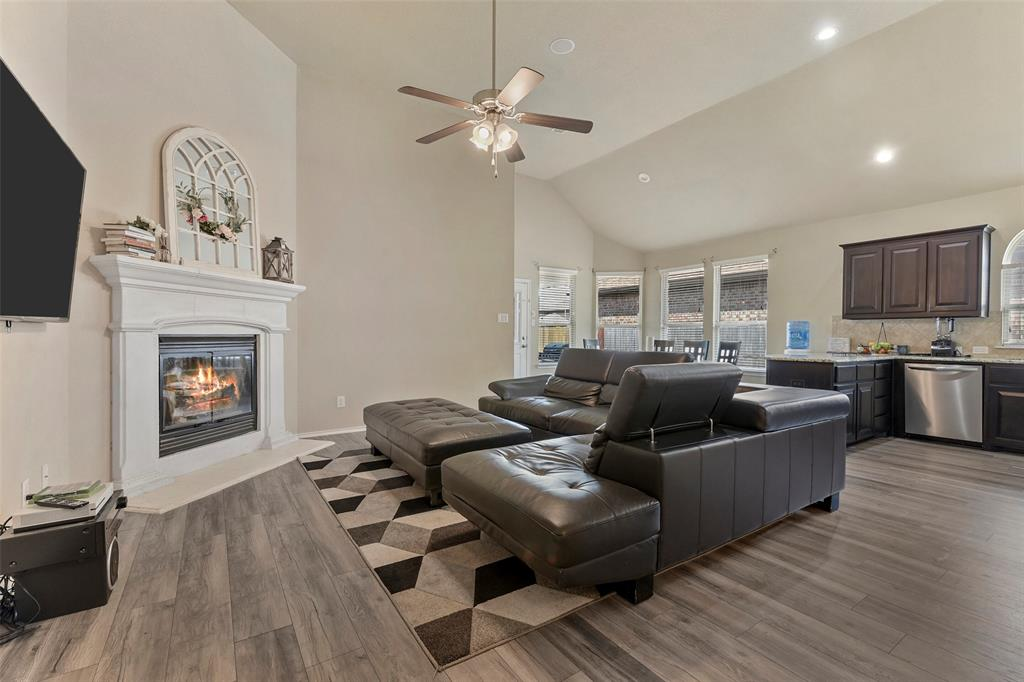 Pending | 708 Gold Hill Trail Fort Worth, Texas 76052 7