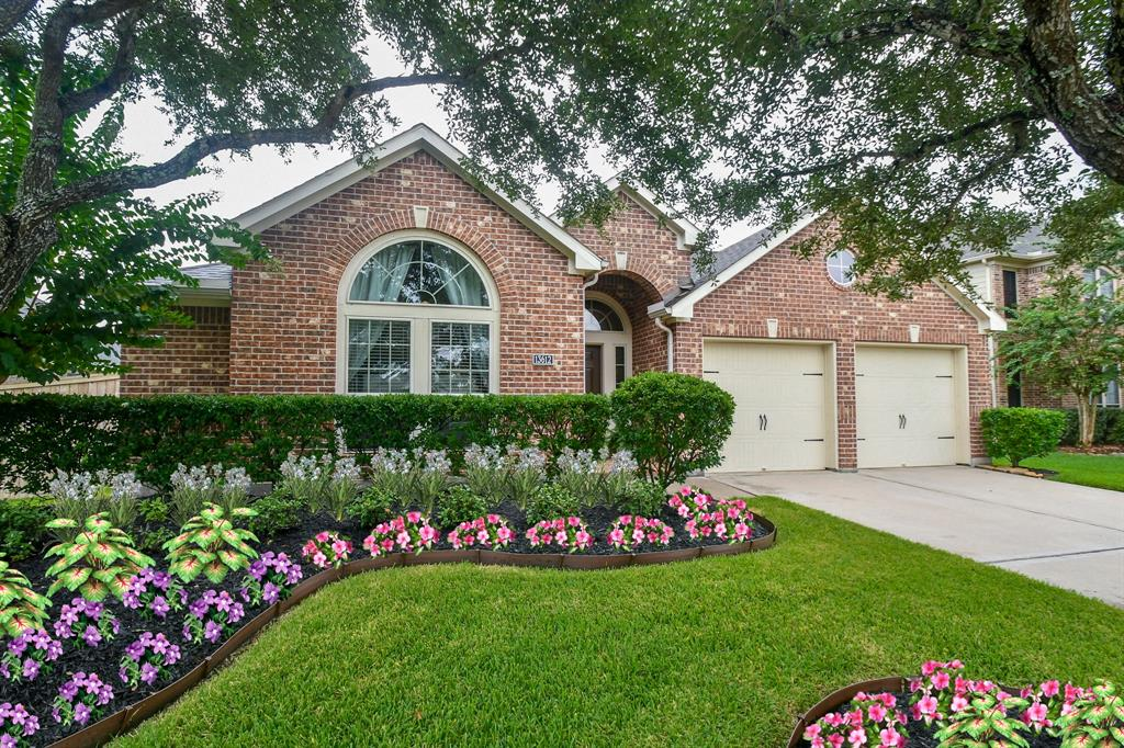 Pending | 13612 Evening Wind Drive Pearland, Texas 77584 1