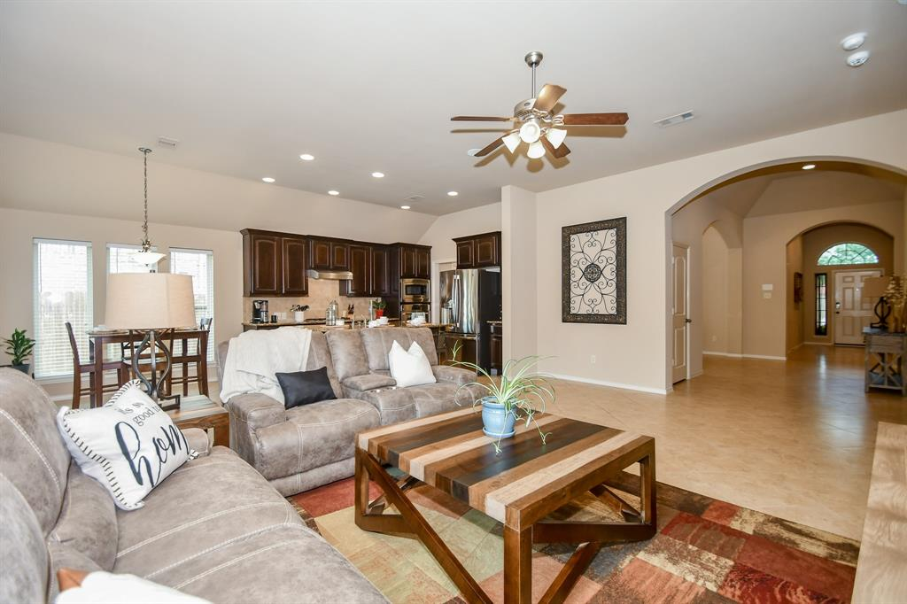 Pending | 13612 Evening Wind Drive Pearland, Texas 77584 17