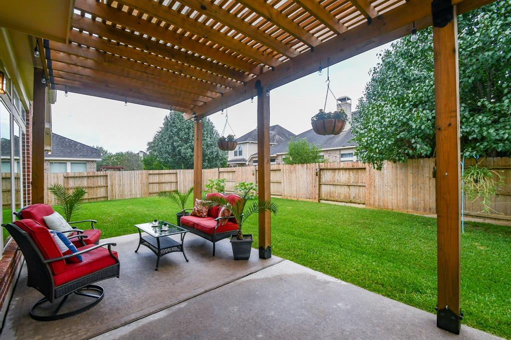 Pending | 13612 Evening Wind Drive Pearland, Texas 77584 24