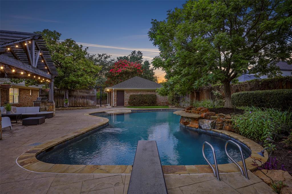 Active Option Contract | 4433 Melissa Lane Dallas, Texas 75229 2