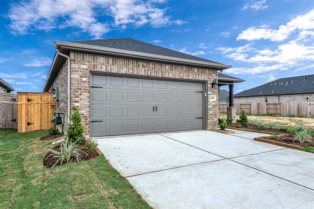 Active   5518 Austin Bend Lane Fulshear, Texas 77441 3