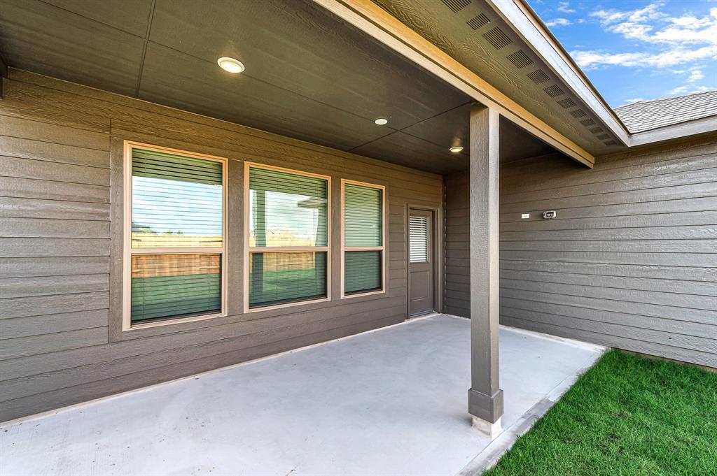 Active   5518 Austin Bend Lane Fulshear, Texas 77441 33