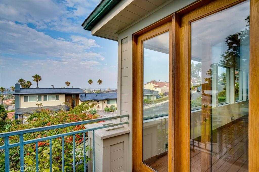 Closed | 252 Avenida Atezada Redondo Beach, CA 90277 8