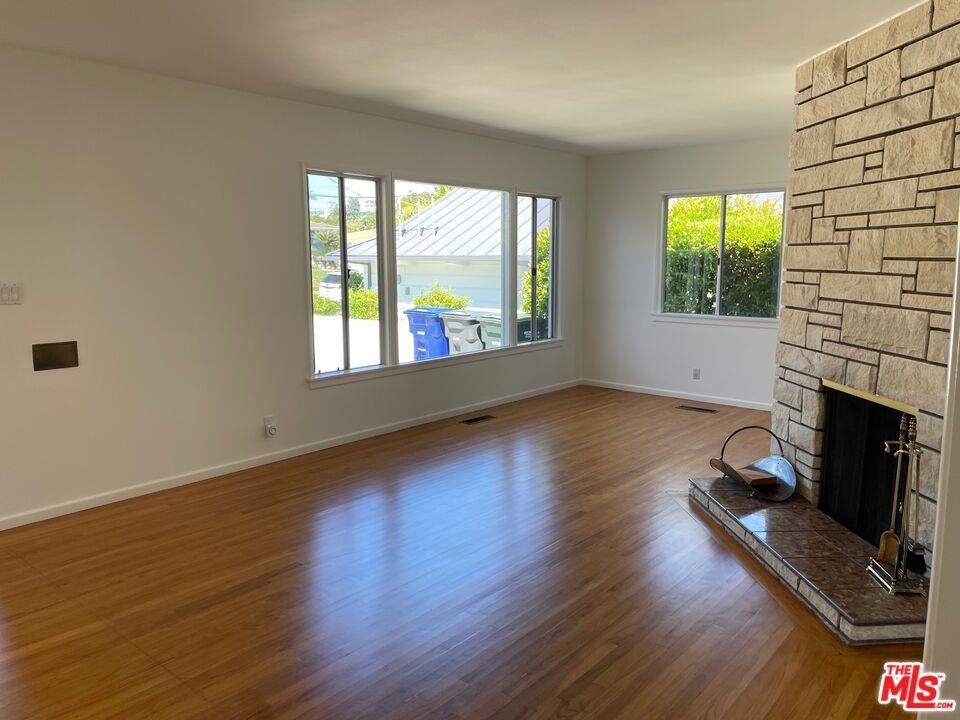 Pending | 1418 E Oak Avenue El Segundo, CA 90245 3