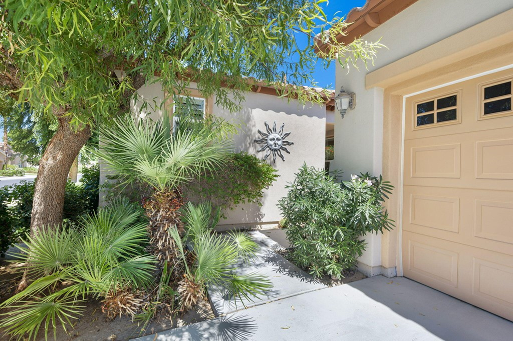 ActiveUnderContract | 61612 Topaz Drive La Quinta, CA 92253 2