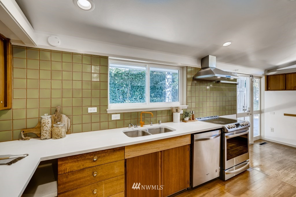 Sold Property | 18021 42nd Avenue S SeaTac, WA 98188 9