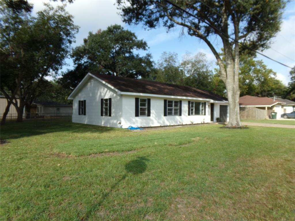 Restored home perfect for new family or downsizing! | 1345 Tauber Lane Sealy, Texas 77474 16
