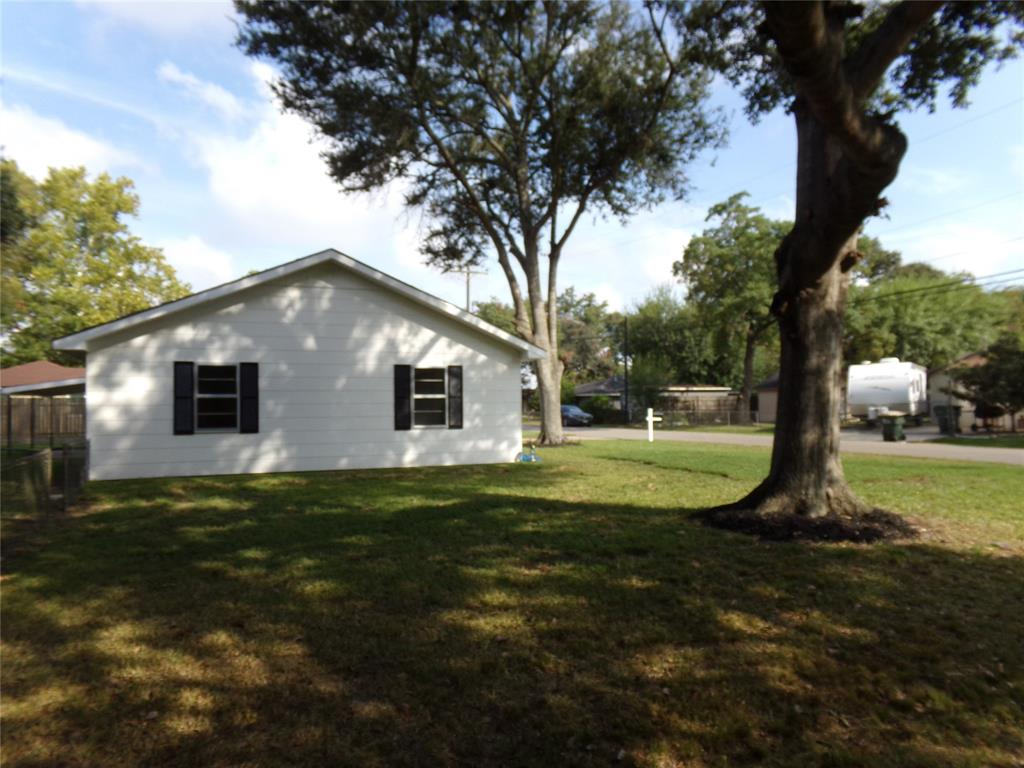 Restored home perfect for new family or downsizing! | 1345 Tauber Lane Sealy, Texas 77474 17