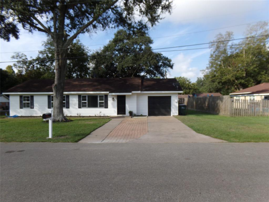 Restored home perfect for new family or downsizing! | 1345 Tauber Lane Sealy, Texas 77474 2