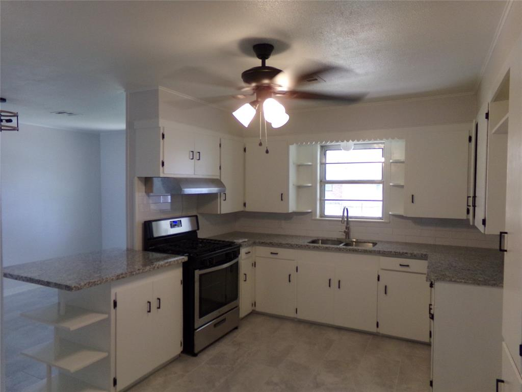 Restored home perfect for new family or downsizing! | 1345 Tauber Lane Sealy, Texas 77474 6