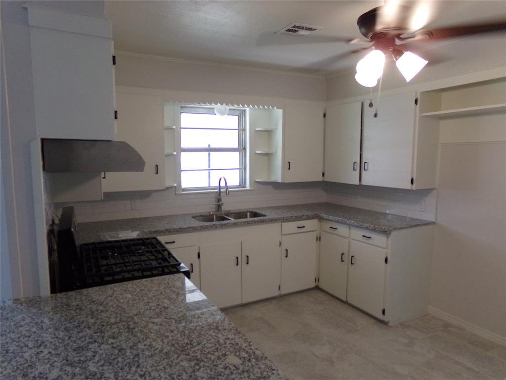 Restored home perfect for new family or downsizing! | 1345 Tauber Lane Sealy, Texas 77474 7