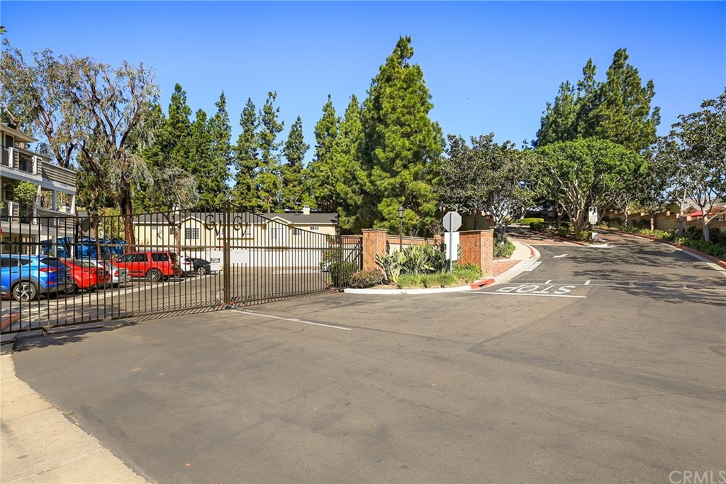 ActiveUnderContract   23412 Pacific Park Drive #16A Aliso Viejo, CA 92656 25