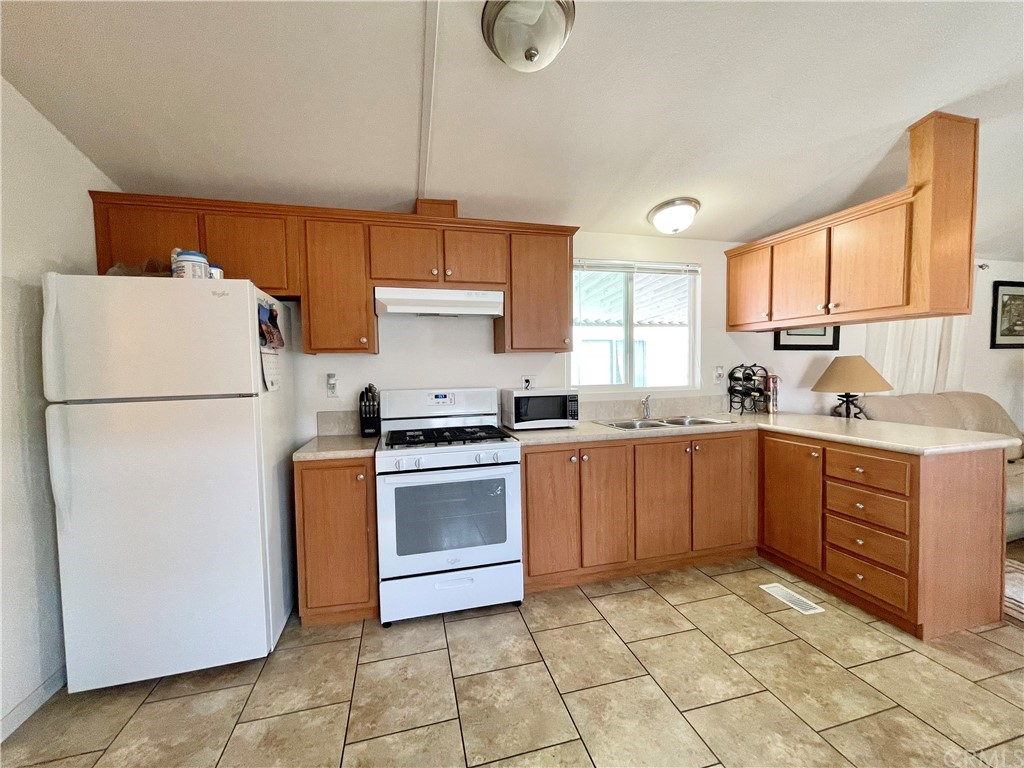 Active   20806 Gridley Road #63 Lakewood, CA 90715 8