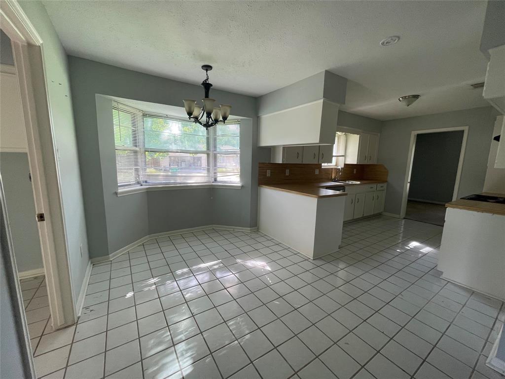 Off Market | 600 Pinebrook Lane Baytown, Texas 77521 4