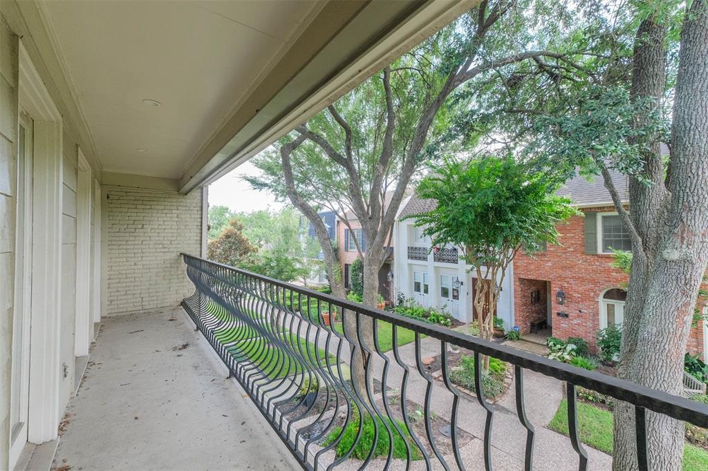 Off Market | 2116 Amberly Court Houston, Texas 77063 12