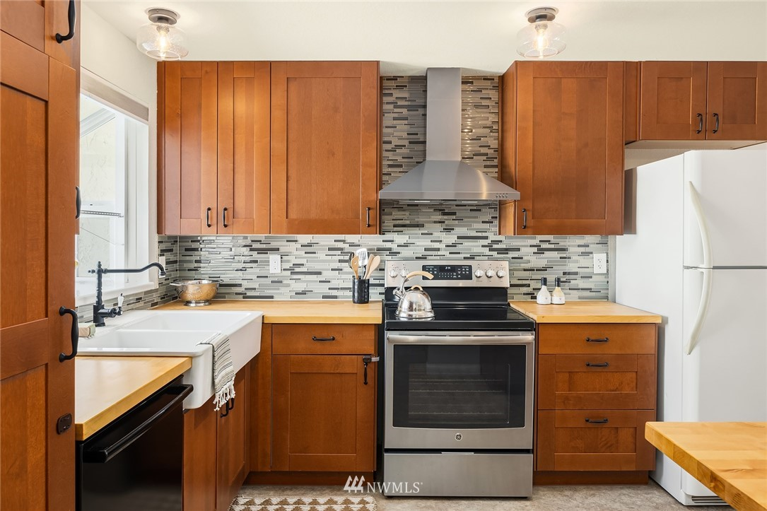 Sold Property | 3011 NE 194th Street Lake Forest Park, WA 98155 4