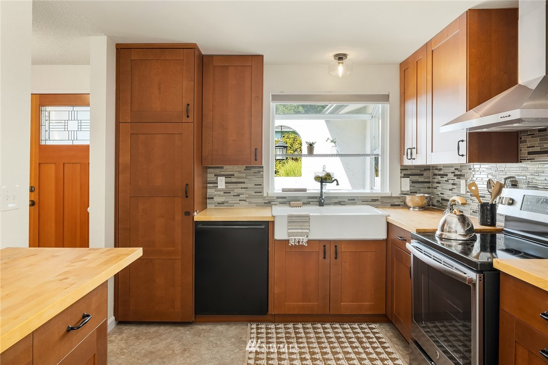 Sold Property | 3011 NE 194th Street Lake Forest Park, WA 98155 5