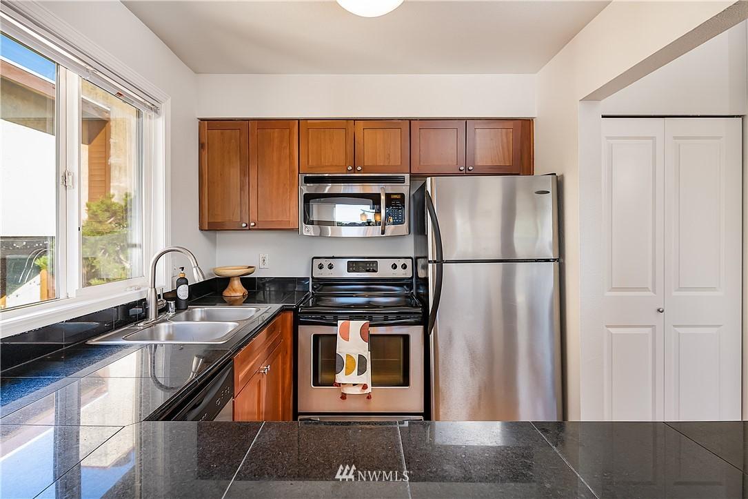 Pending | 1712 NW 85th Street #302 Seattle, WA 98117 5