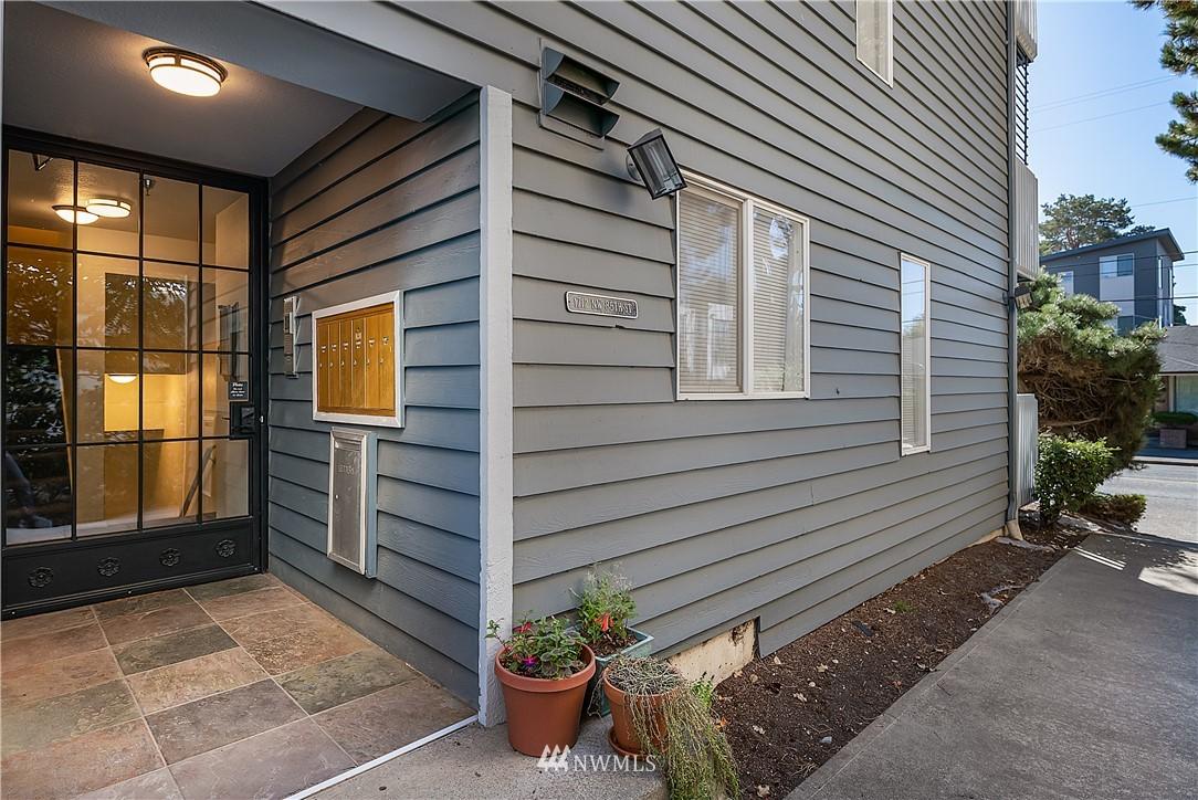 Pending | 1712 NW 85th Street #302 Seattle, WA 98117 16