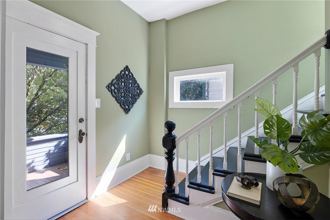 Sold Property | 5525 11th Avenue NE Seattle, WA 98105 3