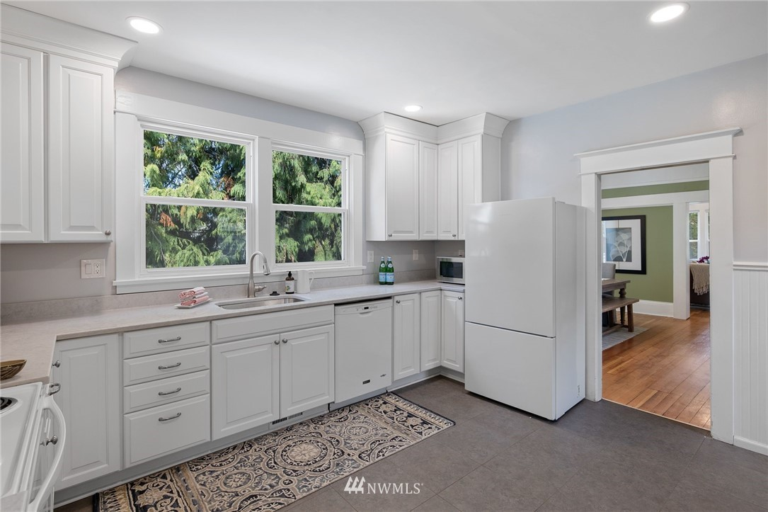 Sold Property | 5525 11th Avenue NE Seattle, WA 98105 12