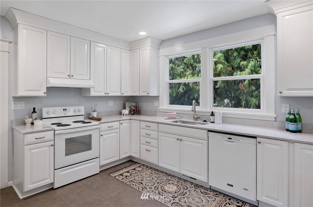 Sold Property | 5525 11th Avenue NE Seattle, WA 98105 13