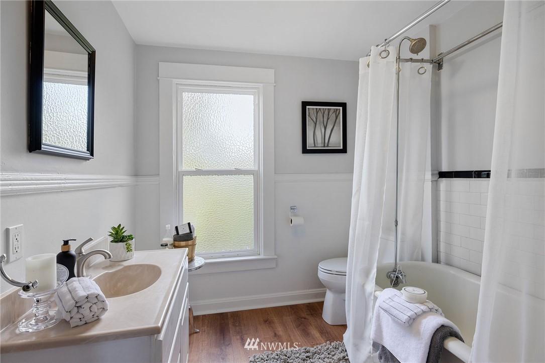 Sold Property | 5525 11th Avenue NE Seattle, WA 98105 31