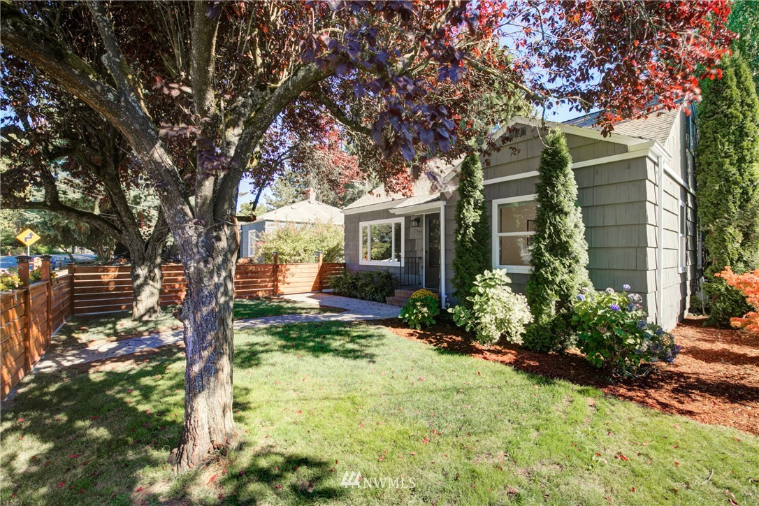 Pending   11532 Sand Point Way NE Seattle, WA 98125 1