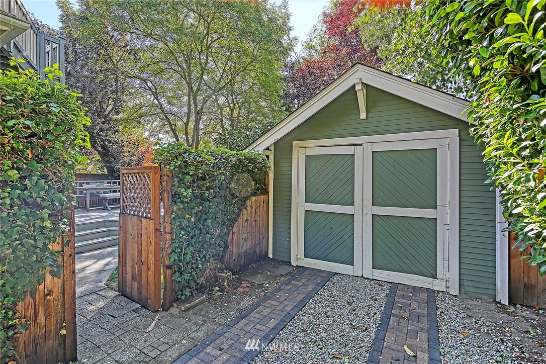 Pending | 3013 NW 67th Street Seattle, WA 98117 30