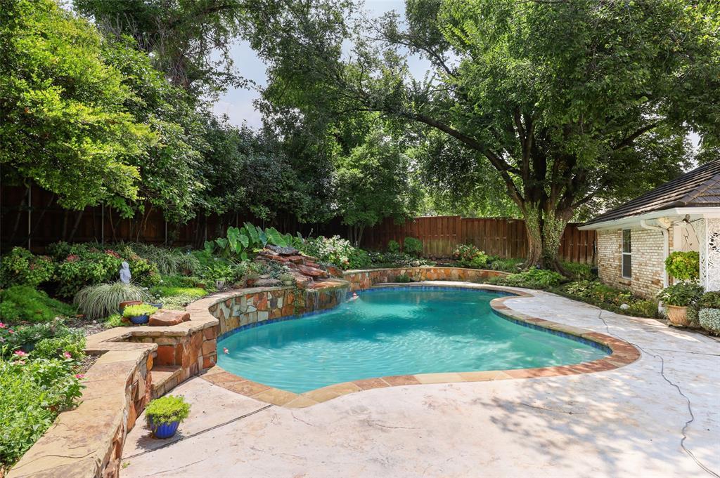 Pending   6728 Mossvine Place Dallas, Texas 75254 31