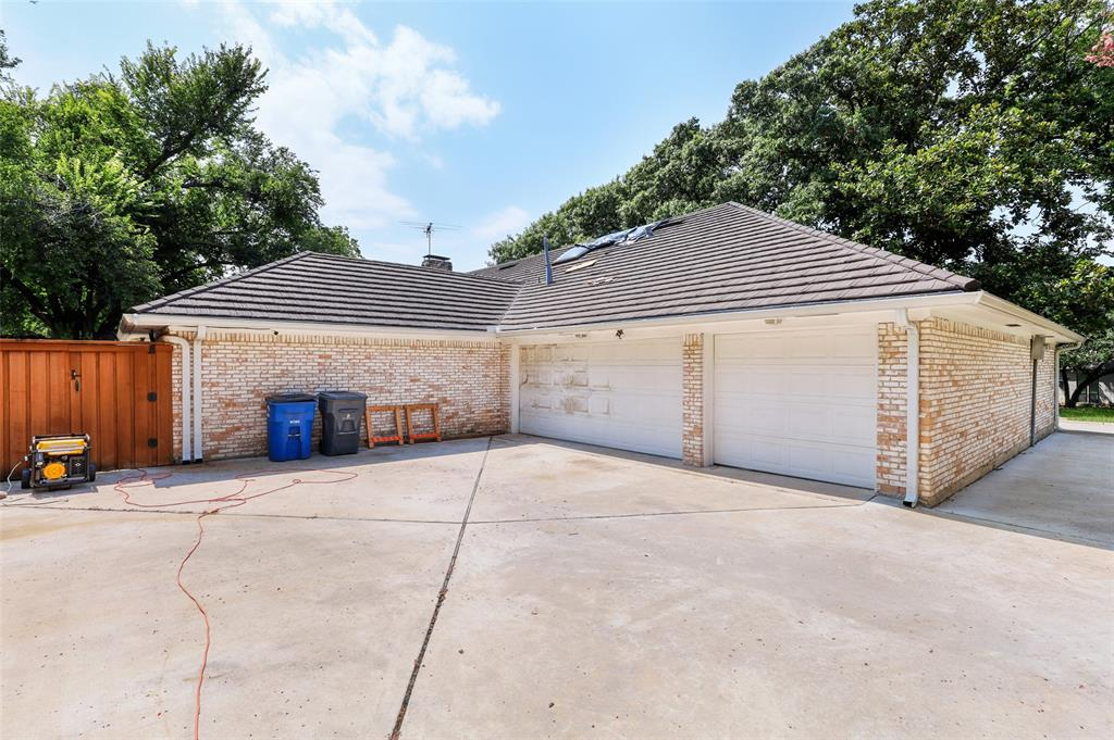 Pending   6728 Mossvine Place Dallas, Texas 75254 36