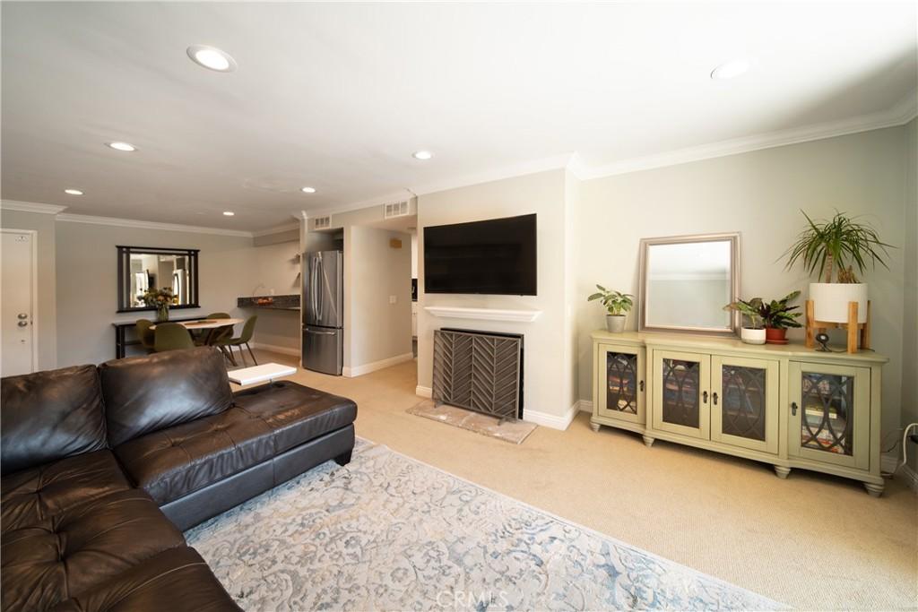 Pending   3481 Stancrest Drive #207 Glendale, CA 91208 8