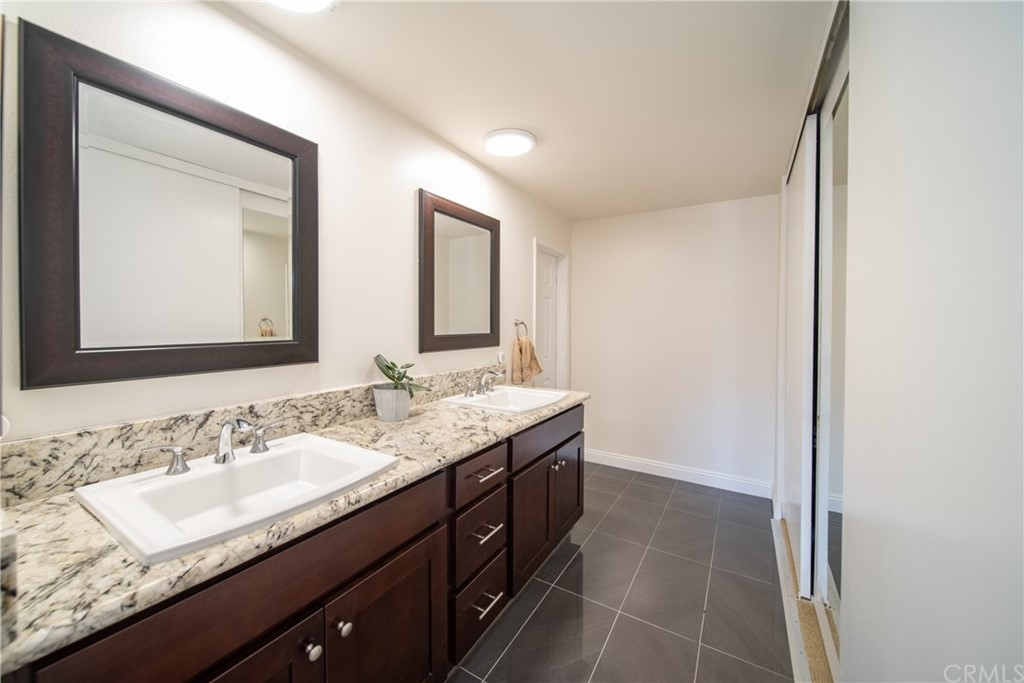 Pending   3481 Stancrest Drive #207 Glendale, CA 91208 14
