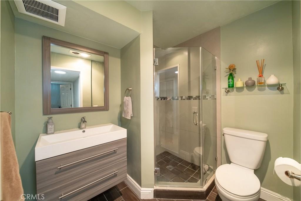 Pending   3481 Stancrest Drive #207 Glendale, CA 91208 11