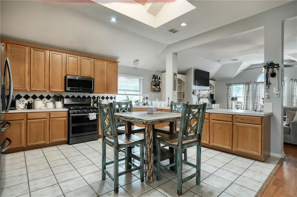 ActiveUnderContract   807 Champions Point Pflugerville, TX 78660 8