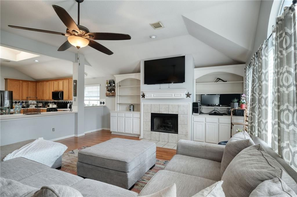 ActiveUnderContract   807 Champions Point Pflugerville, TX 78660 12