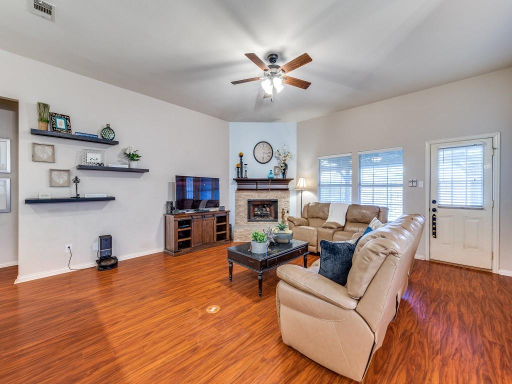 Active Contingent   10202 Morning Glory Lane Frisco, Texas 75035 4