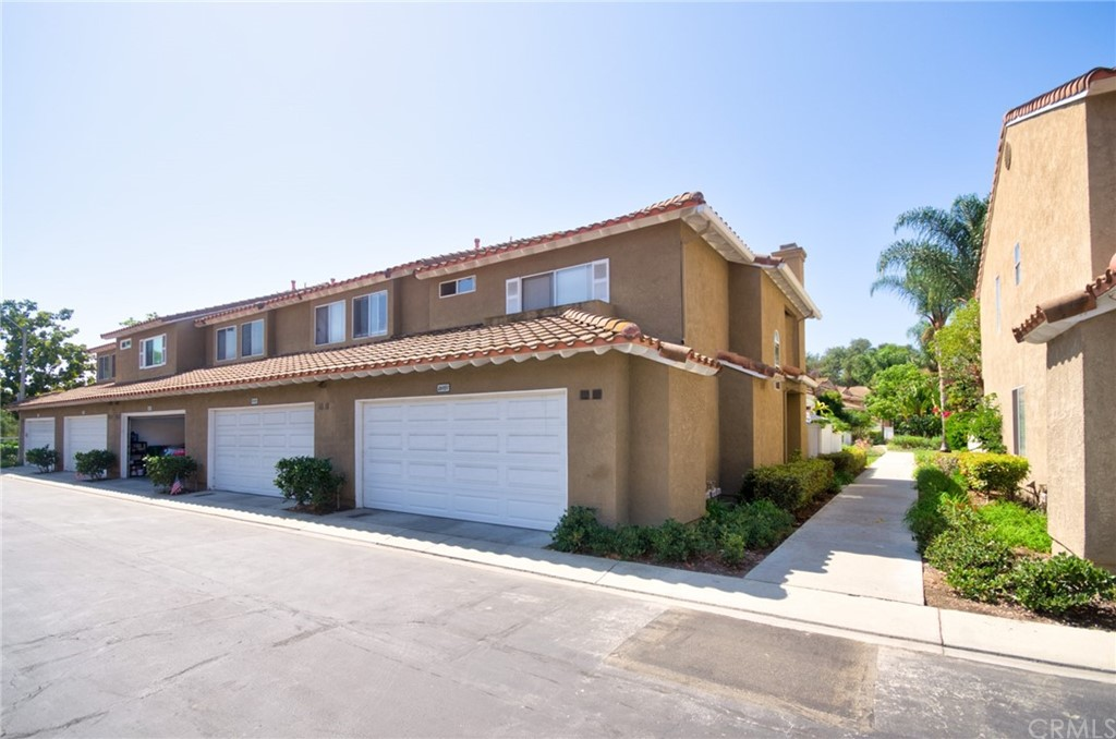 Pending   26931 Begonia Place Mission Viejo, CA 92692 5