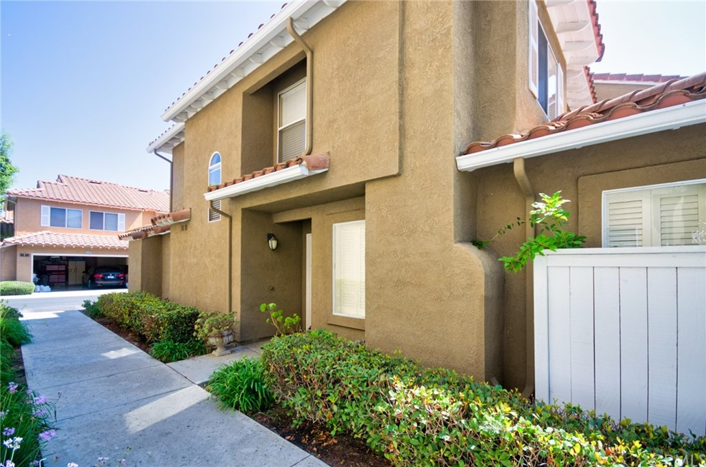 Pending   26931 Begonia Place Mission Viejo, CA 92692 6