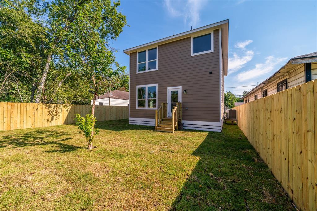 Pending | 3819 Courtney Street Houston, Texas 77026 34