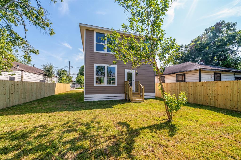 Pending | 3819 Courtney Street Houston, Texas 77026 35