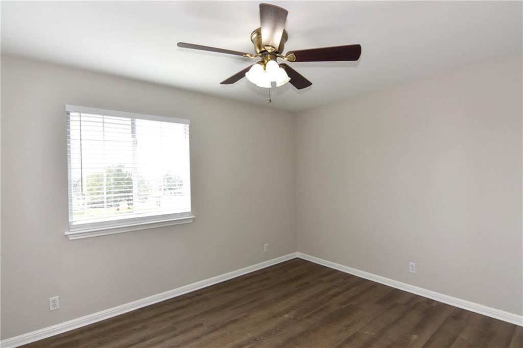 Closed   1008 Estate Drive Hutto, TX 78634 18