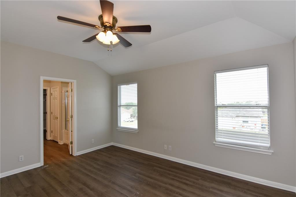 Closed   1008 Estate Drive Hutto, TX 78634 21