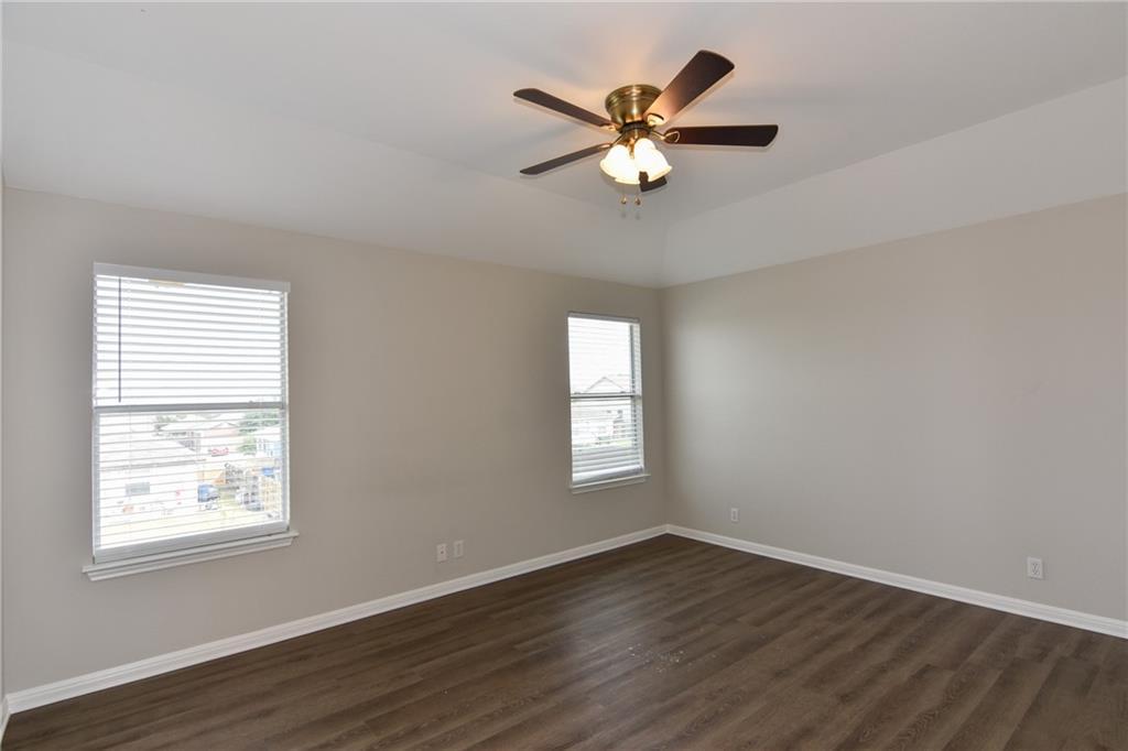 Closed   1008 Estate Drive Hutto, TX 78634 22