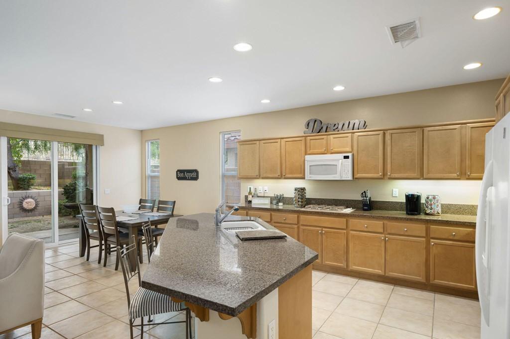 ActiveUnderContract   60735 Living Stone Drive La Quinta, CA 92253 12