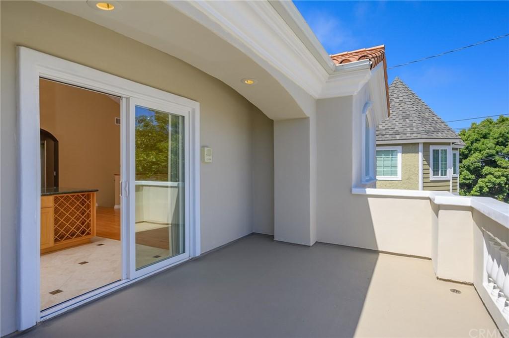 Active | 215 S Irena Avenue #A Redondo Beach, CA 90277 14