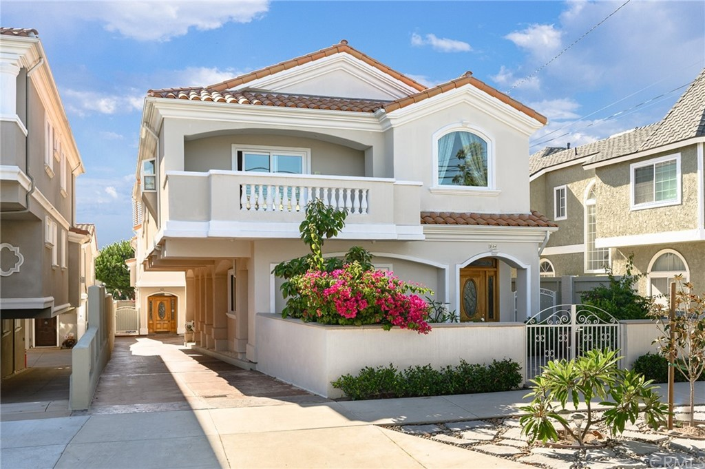 Active | 215 S Irena Avenue #A Redondo Beach, CA 90277 1