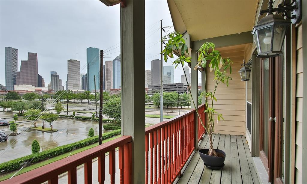 Active   507 Sabine Street Houston, Texas 77007 41