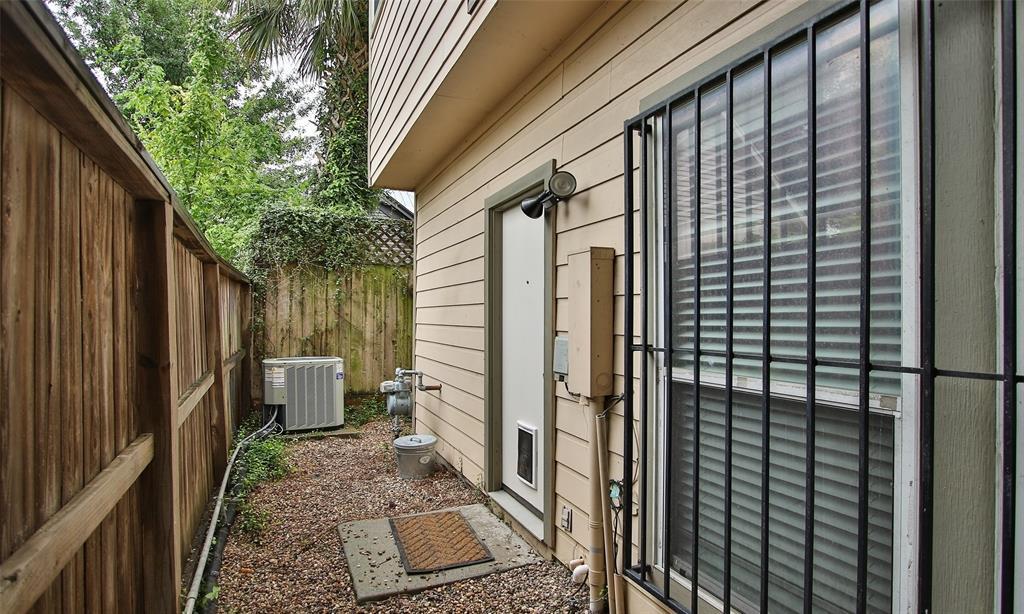 Active   507 Sabine Street Houston, Texas 77007 48